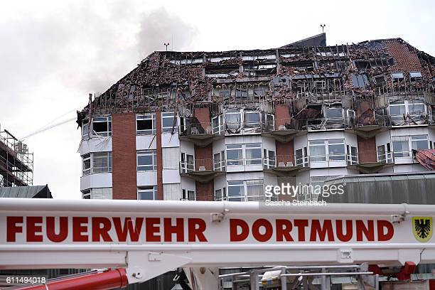 The fire damaged roof of the Universitaetsklinikum Bergmannsheil hospital on September 30 2016 in Bochum Germany According to media reports the fire...