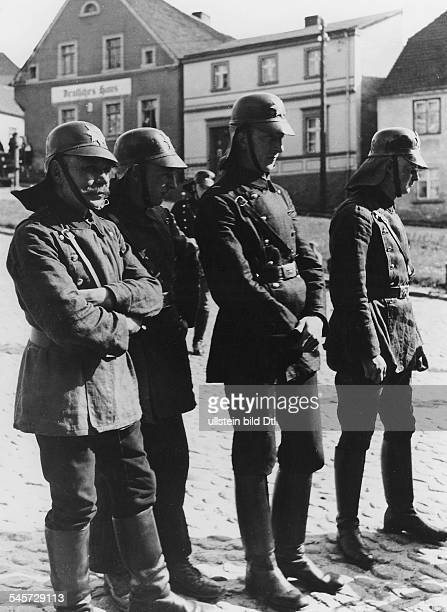 The firemen Photographer Heinz Fremke Vintage property of ullstein bild