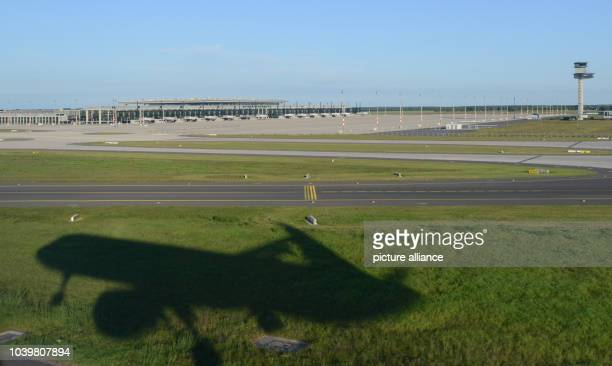 The first Airbus A321 of German carrier Condor arrives at Schoenefeld airport near the Willy Brandt airport in Berlin Germany 5 June 2013 German...