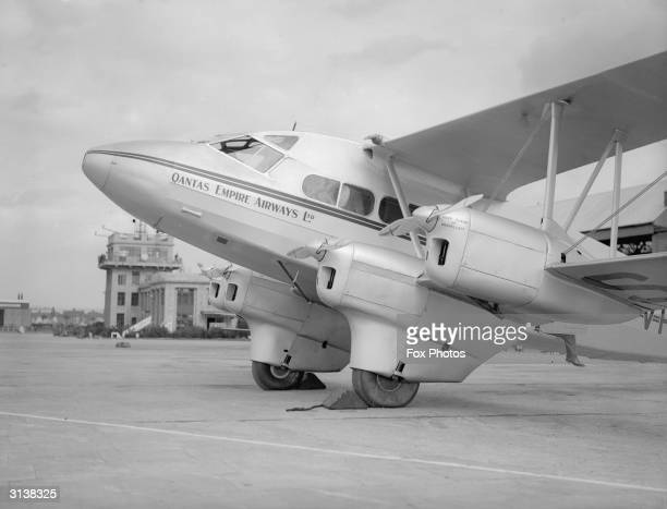 The first AngloAustralian airliner at Croydon Airport carries passengers for Qantas Empire Airways