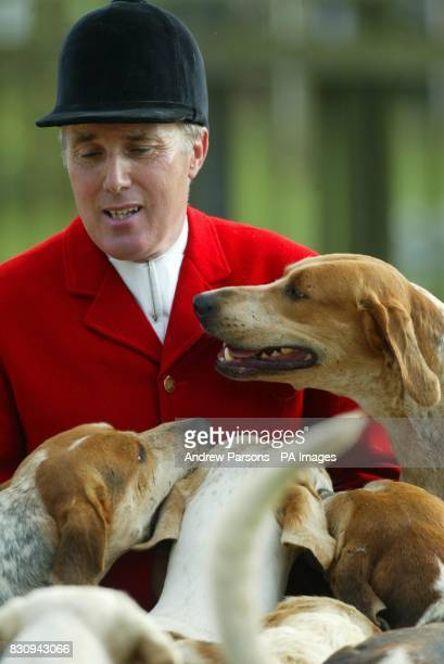 The first ever parade of one thousand hounds at the July Racecourse Newmarket Suffolk Packs of Hounds from all over East Anglia take part in the...