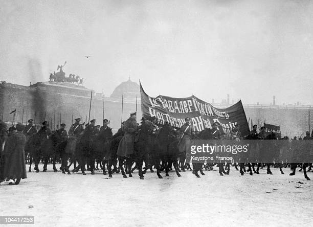 The first infantry regiment of the Red Army before a palace probably led by TROTSKY Photo perhaps taken in Petrograd