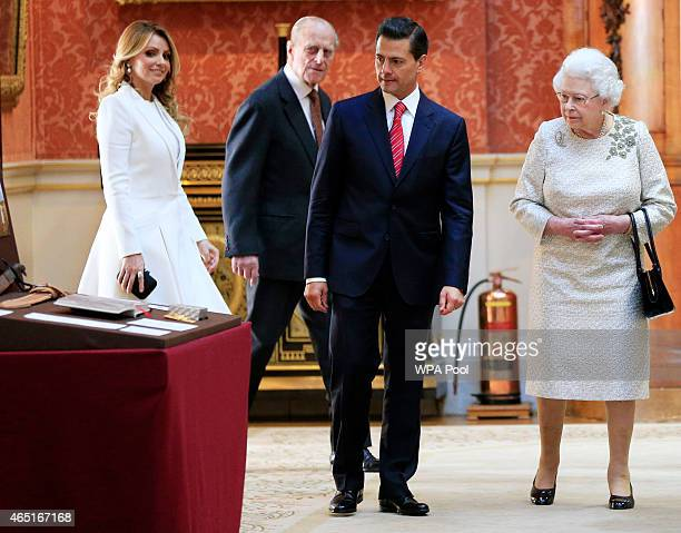 The First Lady of Mexico Angela Rivera, Duke of Edinburgh, President of Mexico Enrique Pena Nieto and Queen Elizabeth II view a display of Mexican...