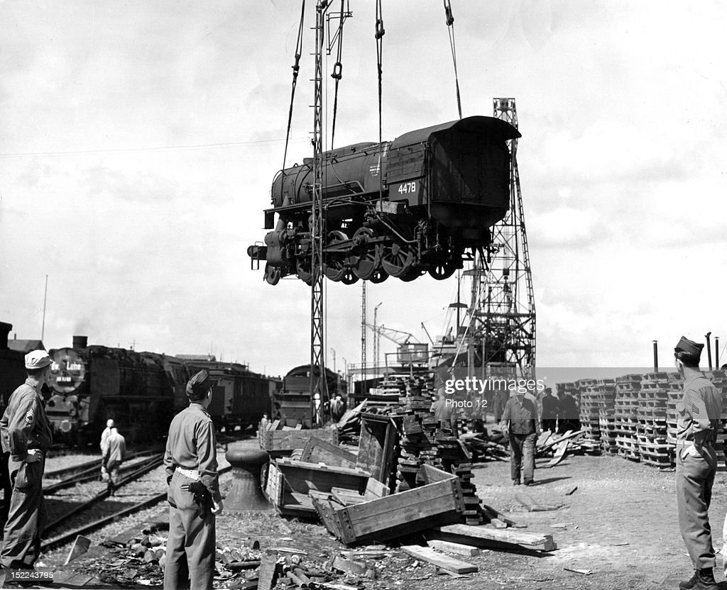 The first locomotive from the US is unloaded from a Liberty ship at Bremenhaven : News Photo