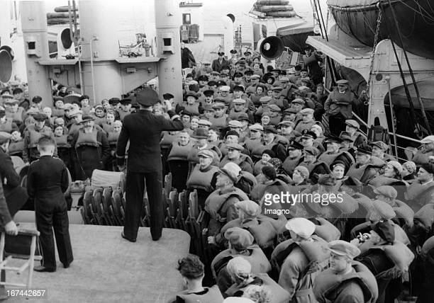 The first ride of the KdF fleet to Italy via Portugal The guests from Saxon learn to wear lifejackets About 1934 Photograph Die erste Fahrt der Kdf...
