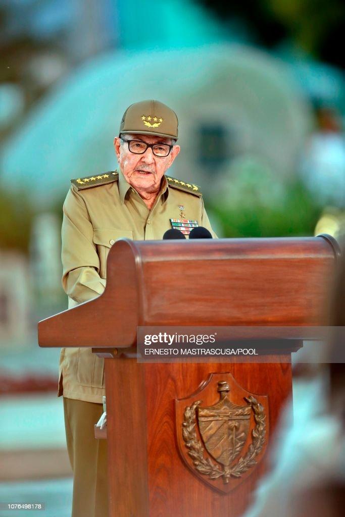 CUBA-REVOLUTION-60TH ANNIVERSARY-CASTRO : News Photo