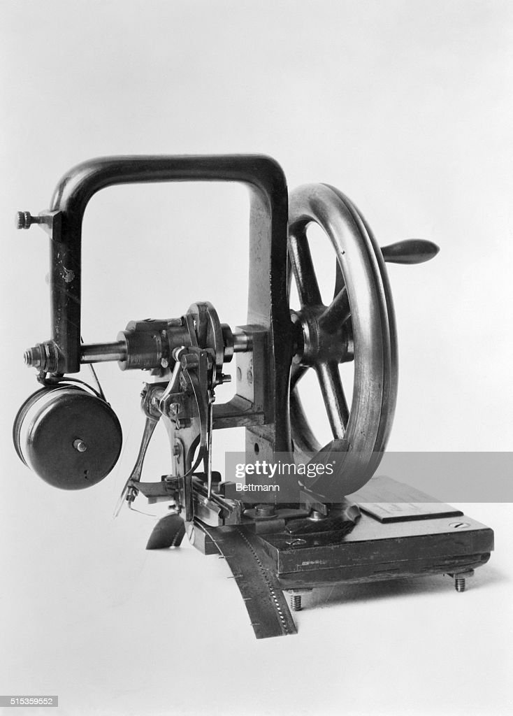 First Sewing Machine Developed by Elias Howe : Photo d'actualité