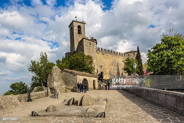the first torre (tower) called rocca or guaita - san marino fotografías e imágenes de stock