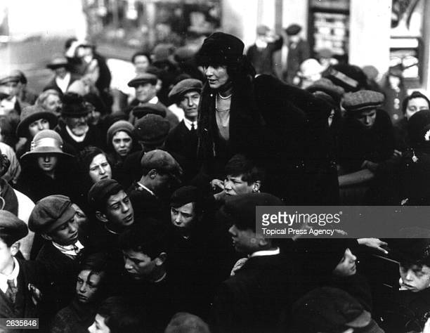 The first woman to take a seat in the House of Commons, Viscountess Nancy Witcher Lanhorne Astor , talking to children during the Plymouth Election....