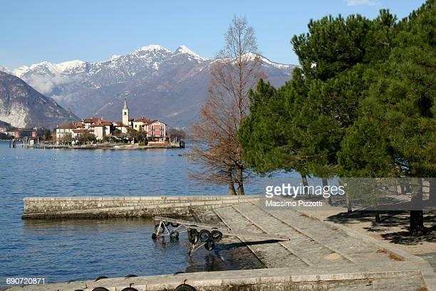 the fishermen island at maggiore lake, italy - massimo pizzotti foto e immagini stock