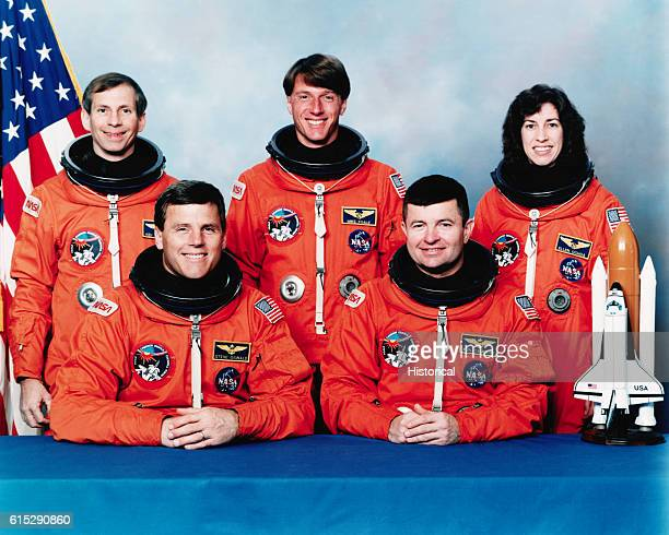 space shuttle discovery astronauts - photo #36