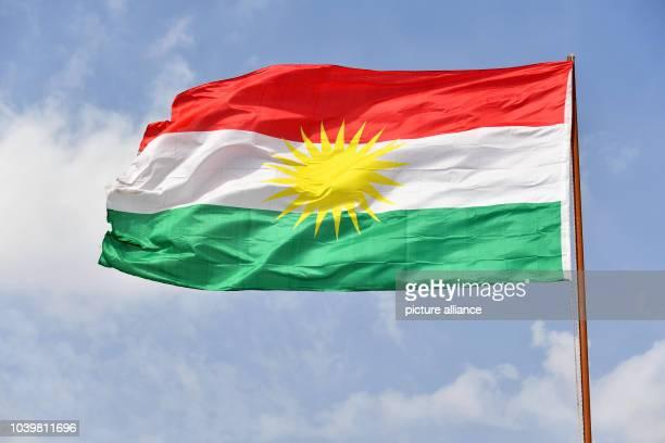 The flag of Kurdistan, national flag of the Kurdish people in Dohuk, Iraq, 19 October 2016. Photo: Jens Kalaene/dpa   usage worldwide