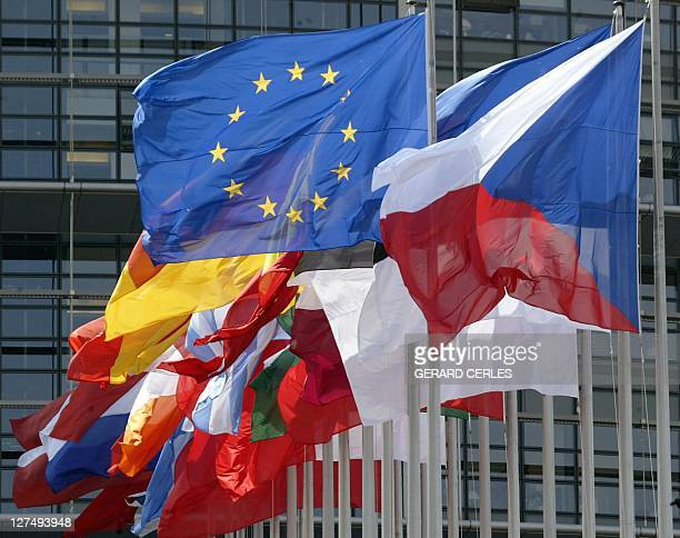 The flag of the European Union and those of the 25 countries pictured 04 May 2004 in front of the European Parliament in Strasbourg AFP PHOTO GERARD...
