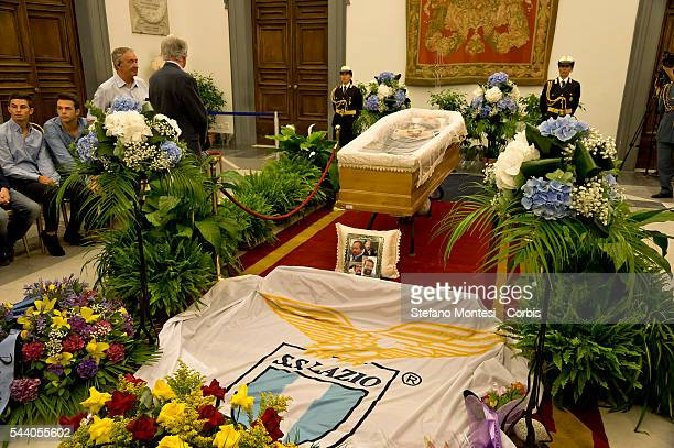 The flag of the Lazio football stretched before the coffin: Italian actor Bud Spencer, was a big fan of the Biancocelesti squad lying in repose at...
