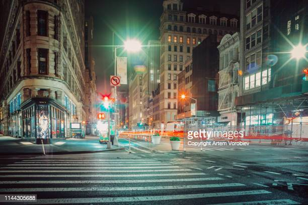 the flatiron district at night - union square new york city stock pictures, royalty-free photos & images