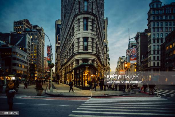the flatiron district in the evening - midtown manhattan stock pictures, royalty-free photos & images
