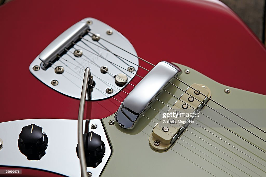 The floating style tremolo bridge, tone controls and single