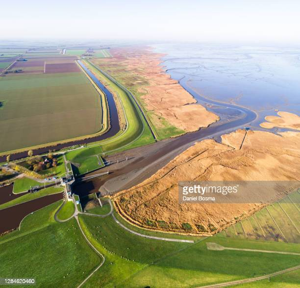 the flood defence and lock at nieuwe statenzijl seen from the air - dique barragem imagens e fotografias de stock