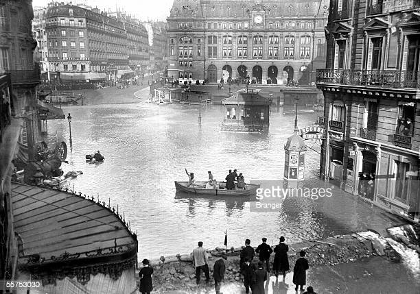 The flood of the Seine in 1910 Paris in front of the Saint Lazare's station BRA51244