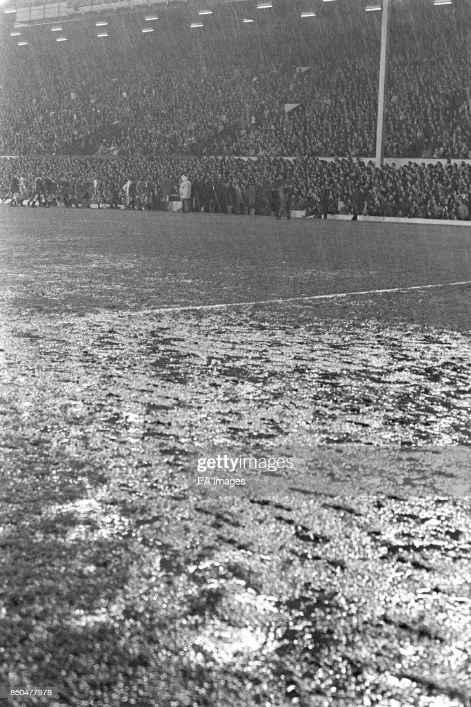 Soccer - 1973 UEFA Cup Final - First Leg - Liverpool v Borussia Monchengladbach - Anfield : News Photo