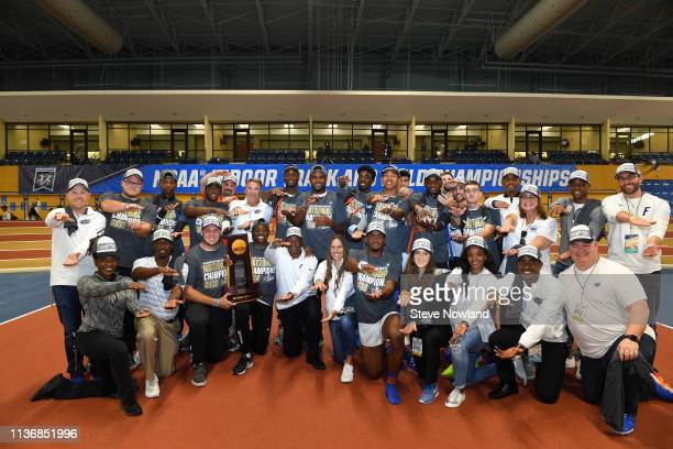 The Florida Gators celebrate after winning the men's national title during the Division I Men'u2019s and Women'u2019s Indoor Track Field Championship...