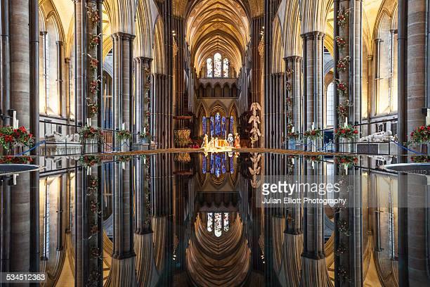 the font of salisbury cathedral, uk. - サリスベリー ストックフォトと画像
