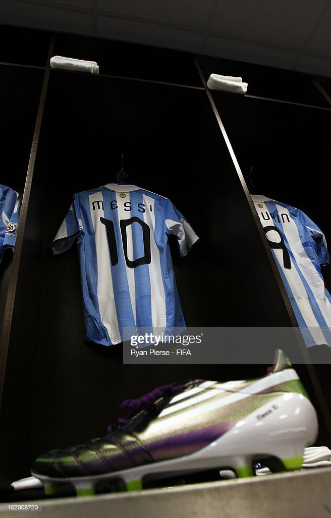 hot sale online 6bdec ea65a The football kit and football boots of Lionel Messi of ...