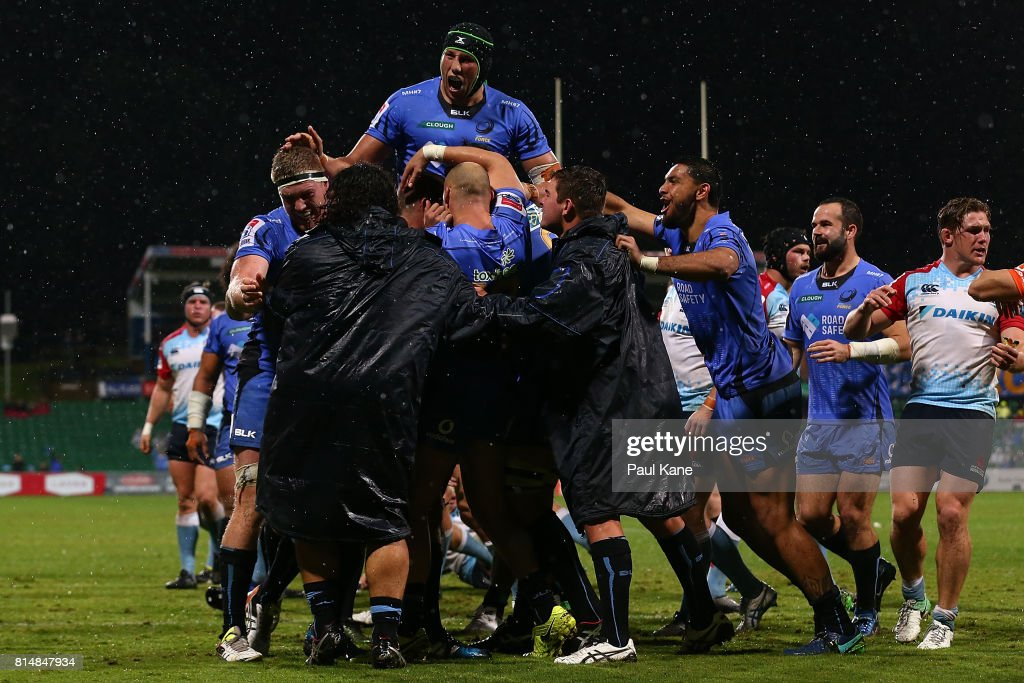 The Force celebrate a try by Matt Hodgson during the round 17 Super Rugby match between the Force and the Waratahs at nib Stadium on July 15, 2017 in Perth, Australia.