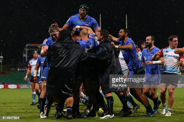 The Force celebrate a try by Matt Hodgson during the round 17 Super Rugby match between the Force and the Waratahs at nib Stadium on July 15 2017 in...