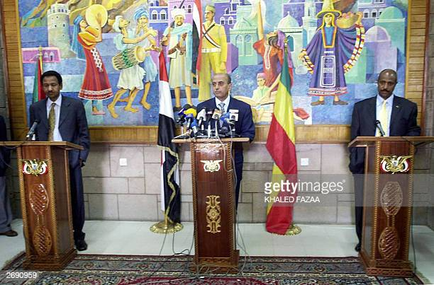 The foreign ministers of Sudan Mustafa Ismail Yemen Abu Bakr alKurbi and Ethiopia Seyoum Mesfin hold a joint press conference in Sanaa 02 November...