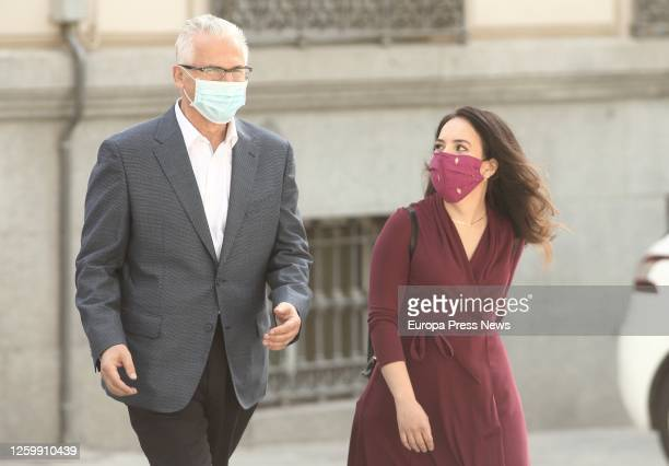 The former magistrate of the National Audience Baltasar Garzon and Julian Assange's current partner, Stella Morris , arrive at the National Audience...