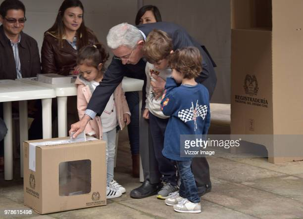 The former President Alvaro Uribe casts his vote with his grandchilds during the presidential ballotage between Conservative Ivan Duque and leftist...