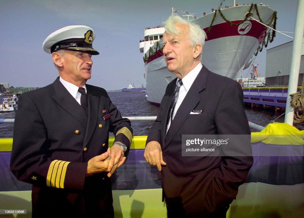 "Christening of the cruise liner ""MS Deutschland"" : News Photo"