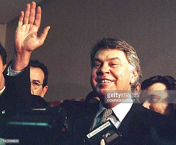 The former secretarygeneral of the Spanish Socialist Party Felipe Gonzalez waves to supporters 22 June during the last day of the 34th party congress...