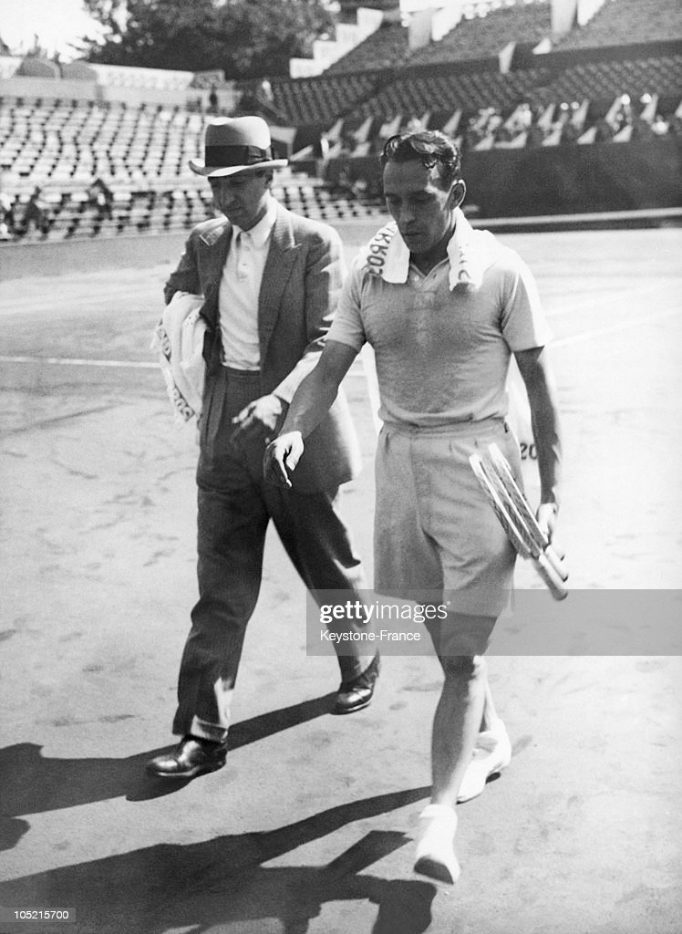 Rene Lacoste Coaches Henri Cochet For The Davis Cup : News Photo