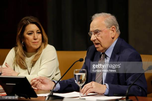 The former vice president of the Government Alfonso Guerra is seen during the presentation of his book 'La España en la que creo' accompanied by the...
