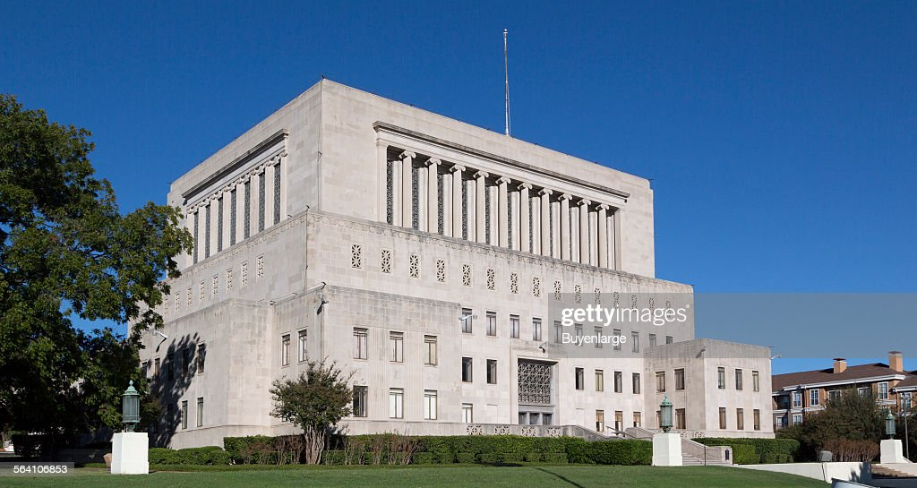 The Fort Worth Masonic Temple, designed by Wiley G. Clarkson and built in 1931, sits on a dominant h : Foto jornalística