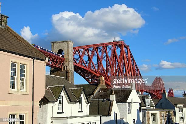 the forth railway bridge at north queensferry - unesco stock-fotos und bilder