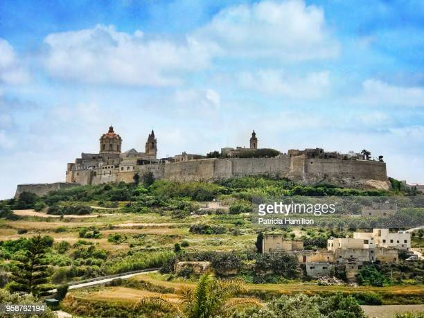the fortified city of mdina stands on the top of a hill - malta stock pictures, royalty-free photos & images