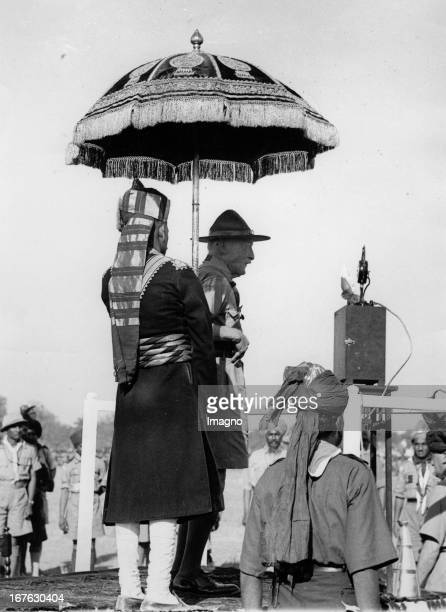 The founder of the boy scouts Robert BadenPowell making his speech at a meeting with boy scouts in India Photograph 1937 Der Gründer der Pfadfinder...