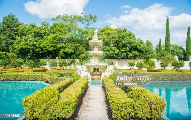 the fountains in italian renaissance garden an iconic famous gardens in hamilton gardens of new zealand. - hamilton new zealand stock pictures, royalty-free photos & images