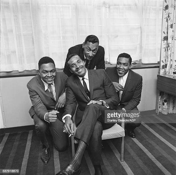 The Four Tops pose for a group portrait in London circa 1965 LR Renaldo Obie Benson Levi Stubbs Abdul Duke Fakir Lawrence Payton