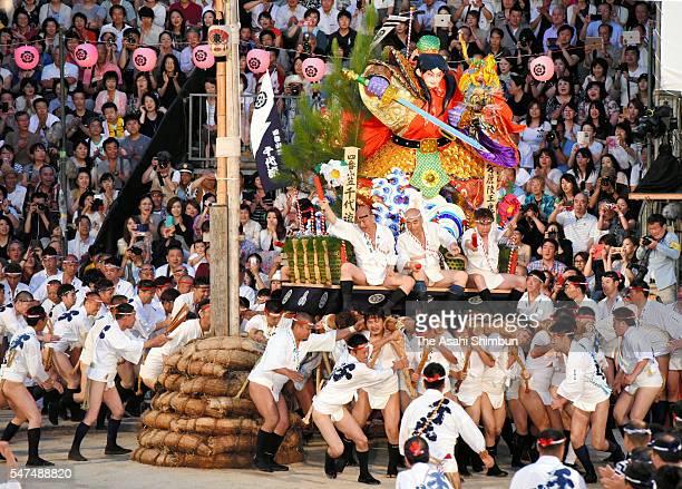 The fourth float 'Chiyo Nagare' rushes through Seido Street of Kushida Jinja Shrine during the Hakata Gion Yamakasa festival on July 15 2016 in...