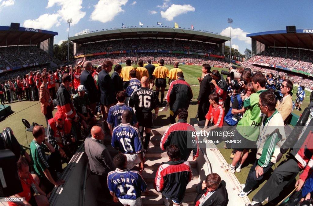 Soccer - World Cup France 98 - Second Round - France v Paraguay : Fotografía de noticias