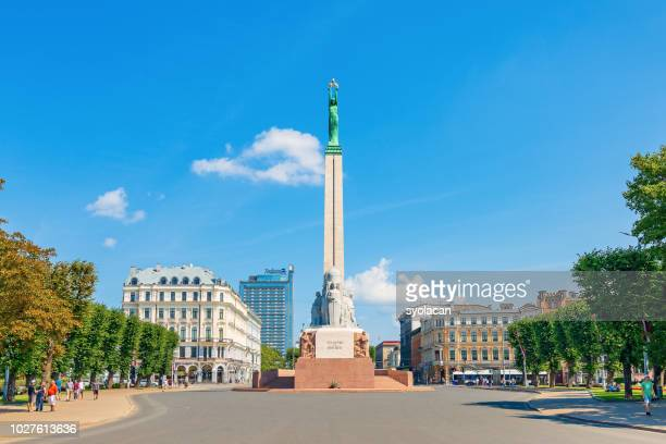 the freedom monument of riga - syolacan stock pictures, royalty-free photos & images