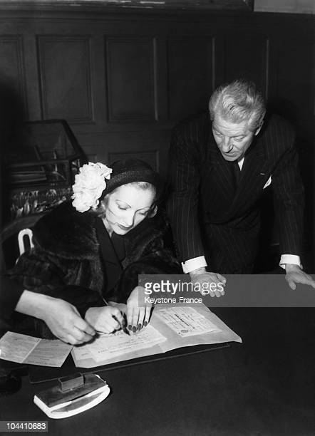 The French actor Jean GABIN marrying his third wife, Christiane FOURNIER, called Dominique, at the city hall of the XVIth arrondissement in Paris, on...