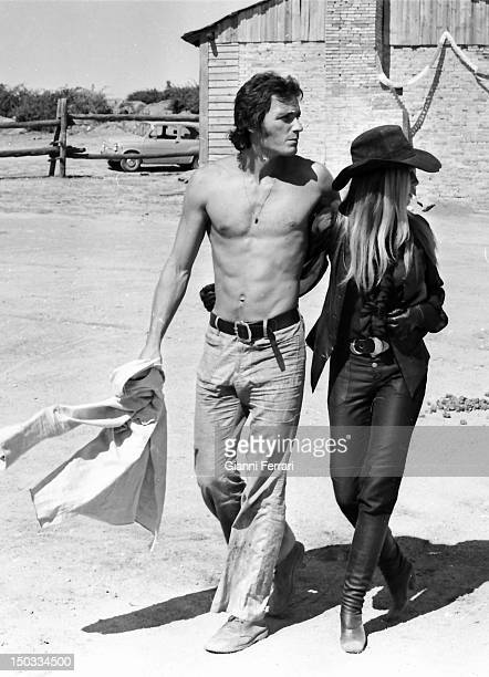The French actress Brigitte Bardot with her boyfriend Christina Kalt during a rest of the filming of the movie 'Les Petroleuses' in Hoyo de...