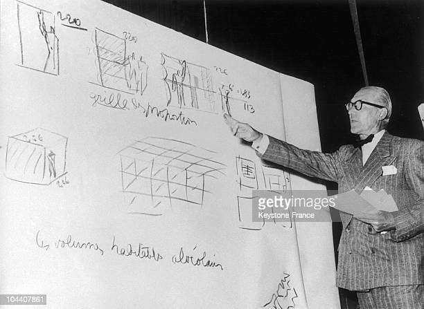 The French architect of Swiss origin LE CORBUSIER giving a conference at the DE DIVINA PROPORTION congress in Milan in 1953