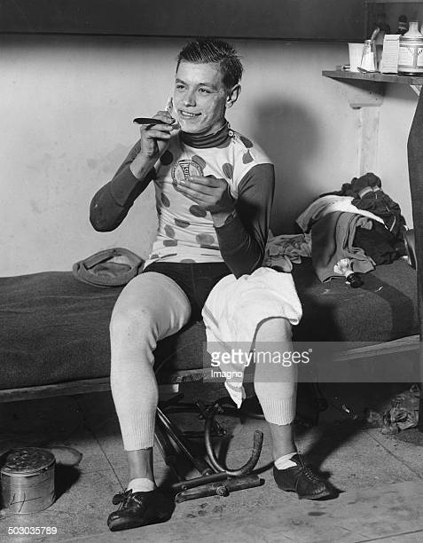 The French cyclist Marcel Guimbretière shaves daily during the sixday race Madison Square Garden About 1930 Photograph