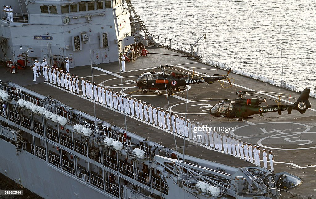 The French helicopter-carrier Jeanne d'A : Nieuwsfoto's